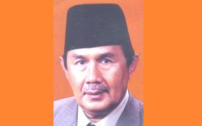 KH__Drs_Totoh_Abdul_Fatah_Ghazali,_SH.jpg