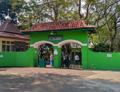 Touring Ziarah dan Berdo'a Makam Syekh Maulana Maghribi di Wonobodro, Batang